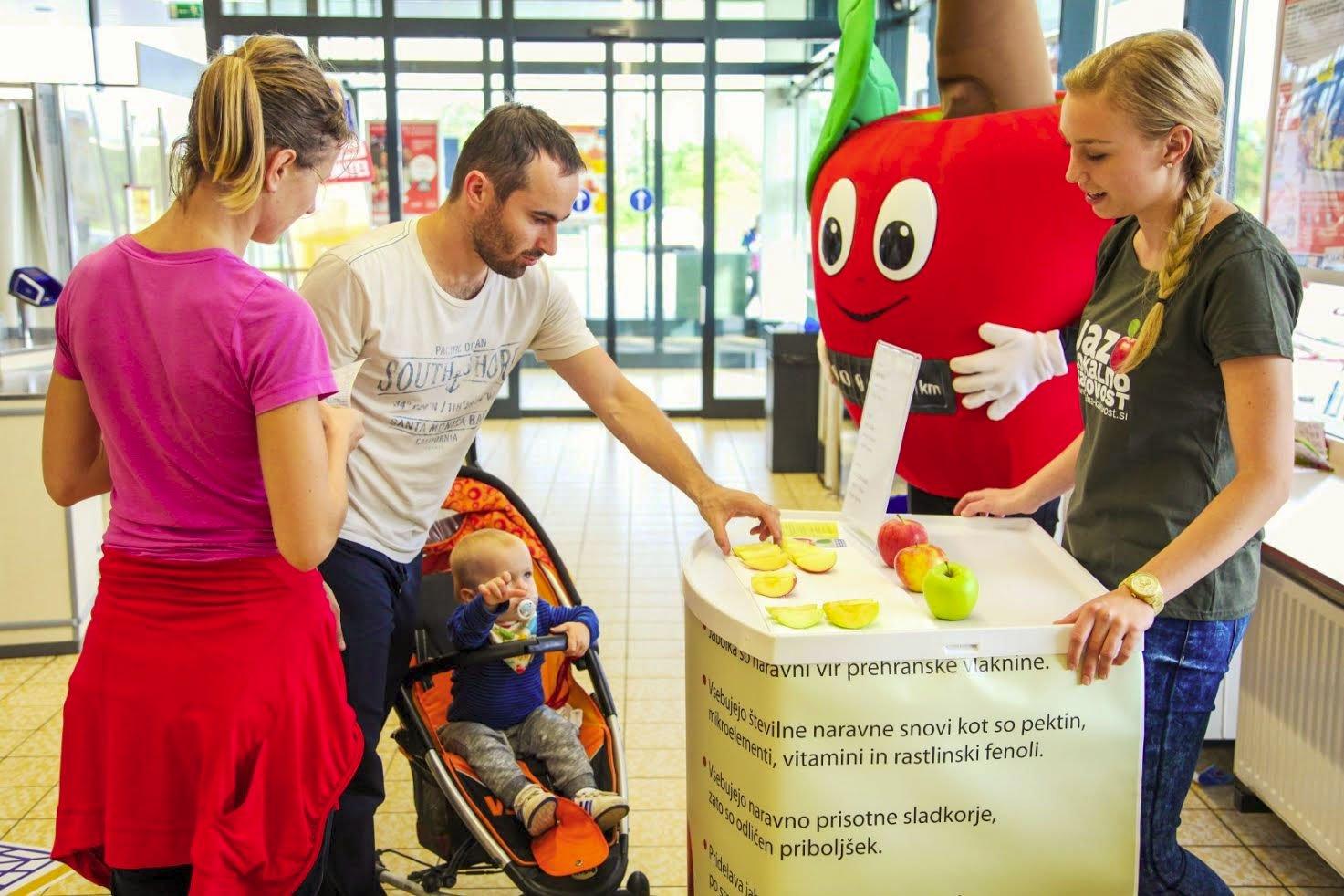 Ne zamudite promocije in degustacije lokalnih jabolk v slovenskih trgovinah