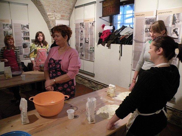 Delavnica peke kruha v krušni peči (Bistra pri Vrhniki)