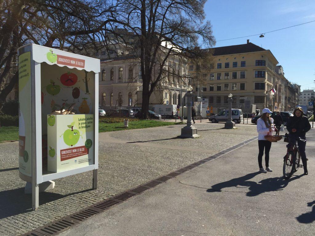 Slovensko jabolko na dan privabi nasmeh na plan