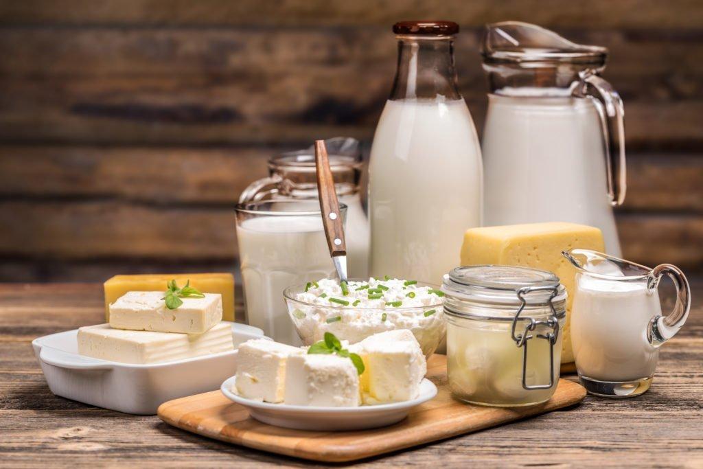 Zakaj je mleko popolno živilo in koliko na dan ga je ravno prav?