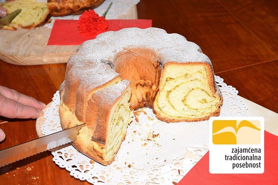 Slovenska potica – pehtranka s skuto – recept