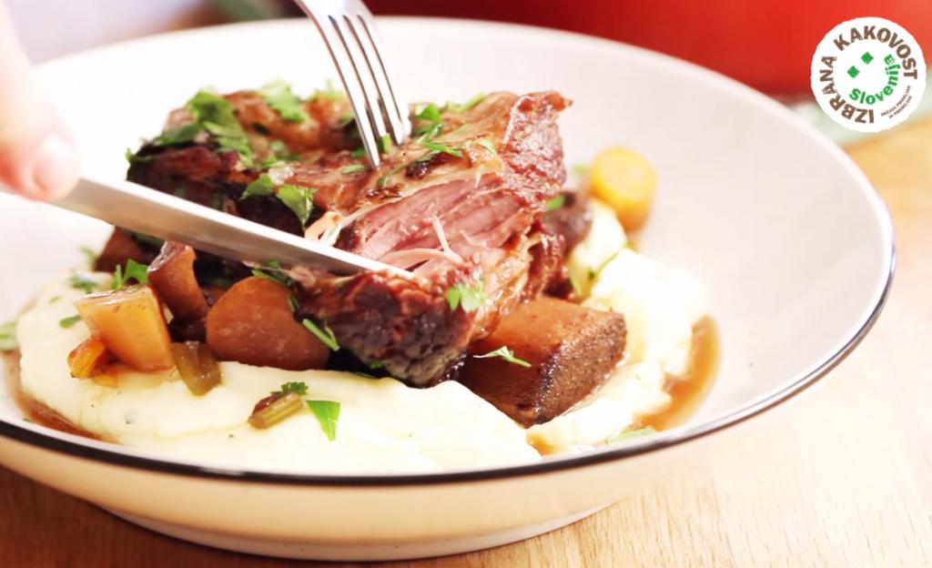 Počasi pečena goveja rebra – video recept