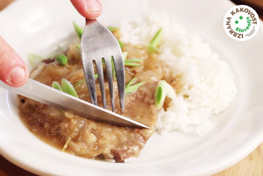 Goveji zrezki v čebulni omaki – video recept