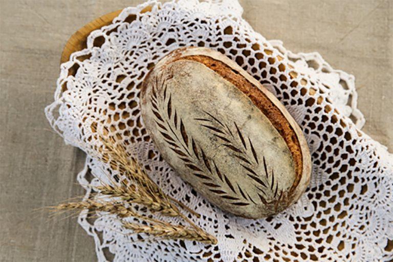 Domač kruh z drožmi ali domačim kvasom