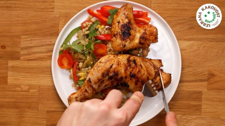 Piščančje perutničke in piščančja bedra na žaru - video recept