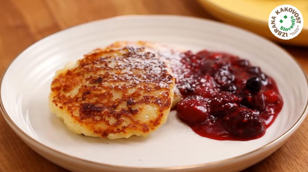 Sirniki (skutine debele palačinke) – video recept