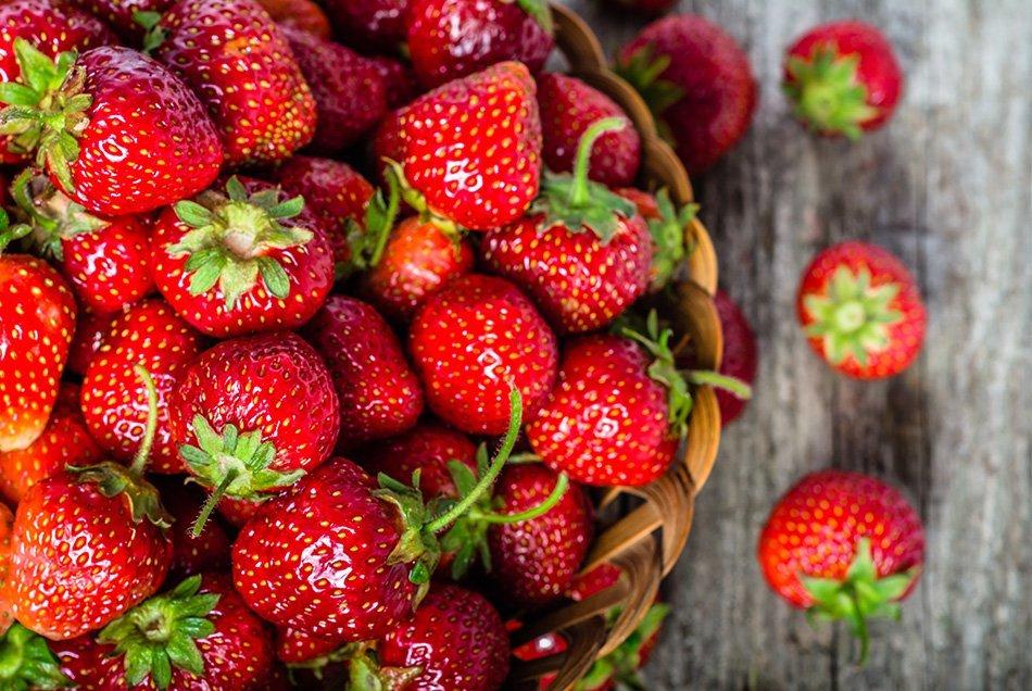 Najslajša je jagoda, ki je popolnoma dozorela na rastlini, se lesketa, ima neovenelo čašo in vabi z mikavno aromo
