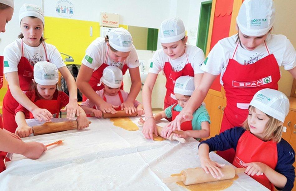 Otroci premikajo meje v odnosu do lokalno pridelane hrane