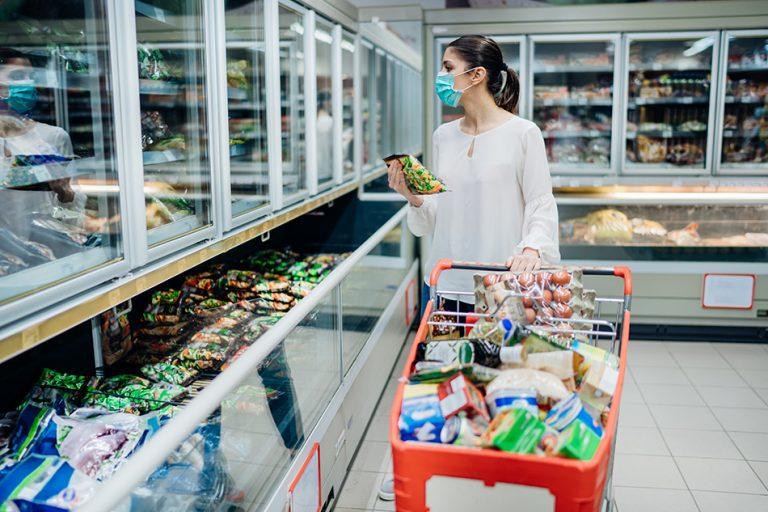 Kako se moramo obnašati, da ne bi prenašali okužbe preko nakupljenih živil iz trgovine