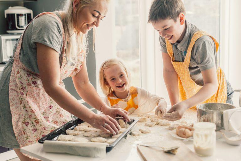 Zakaj kuhati skupaj z otroki?