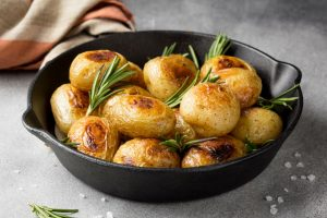 EKO pečen krompir z rožmarinom
